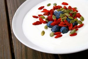 Berries-and-Yogurt-with-Pumpkin-Seeds-000020269496